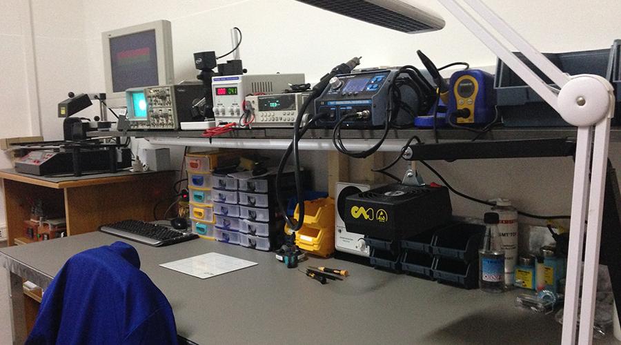 Banco Laboratorio dove vengono eseguite le riparazioni Hardware - Isle